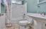 485 Seagrove Loop, Lincoln City, OR 97367 - Guest Bathroom