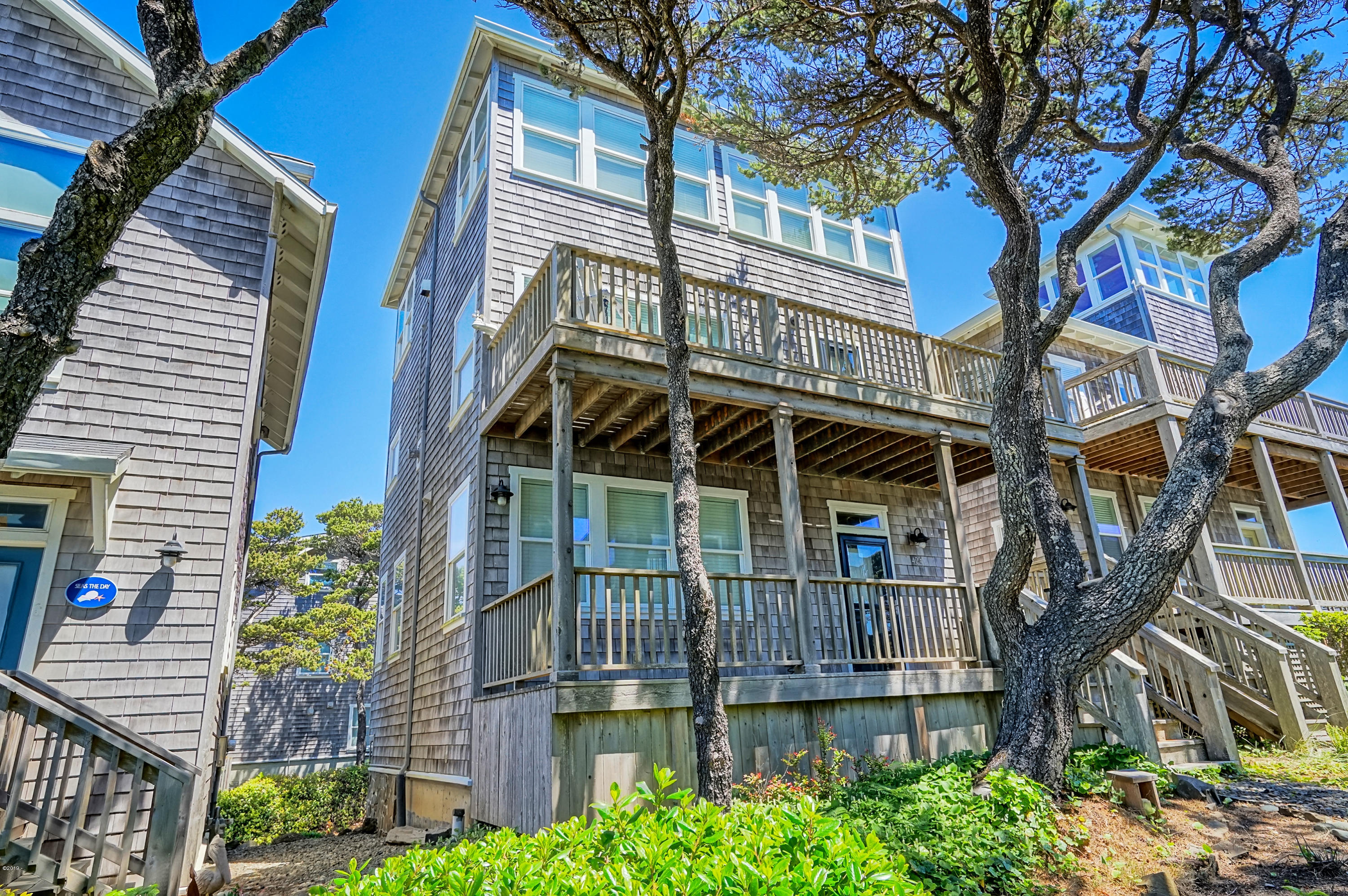 424 Bella Beach Cir, Depoe Bay, OR 97341