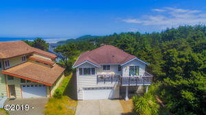 Peacefully situated in a beach neighbourhood.