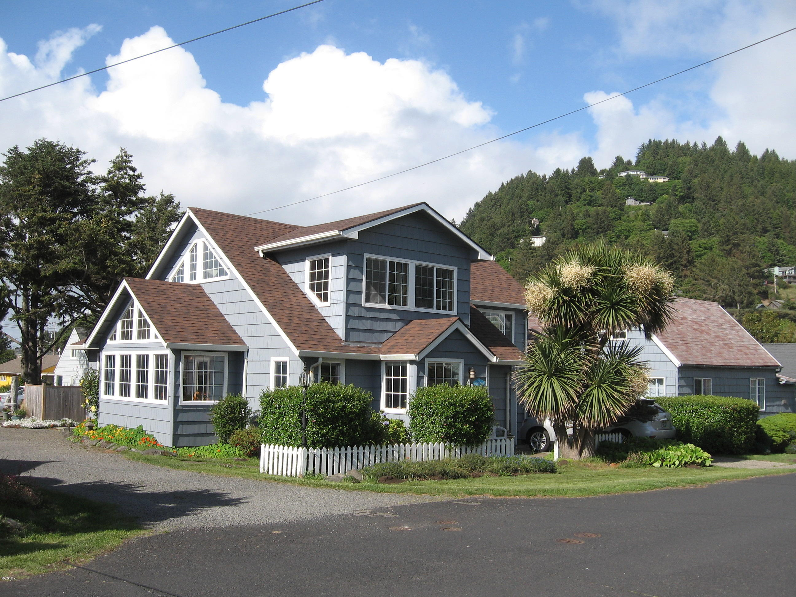 431 W 2nd St, Yachats, OR 97498