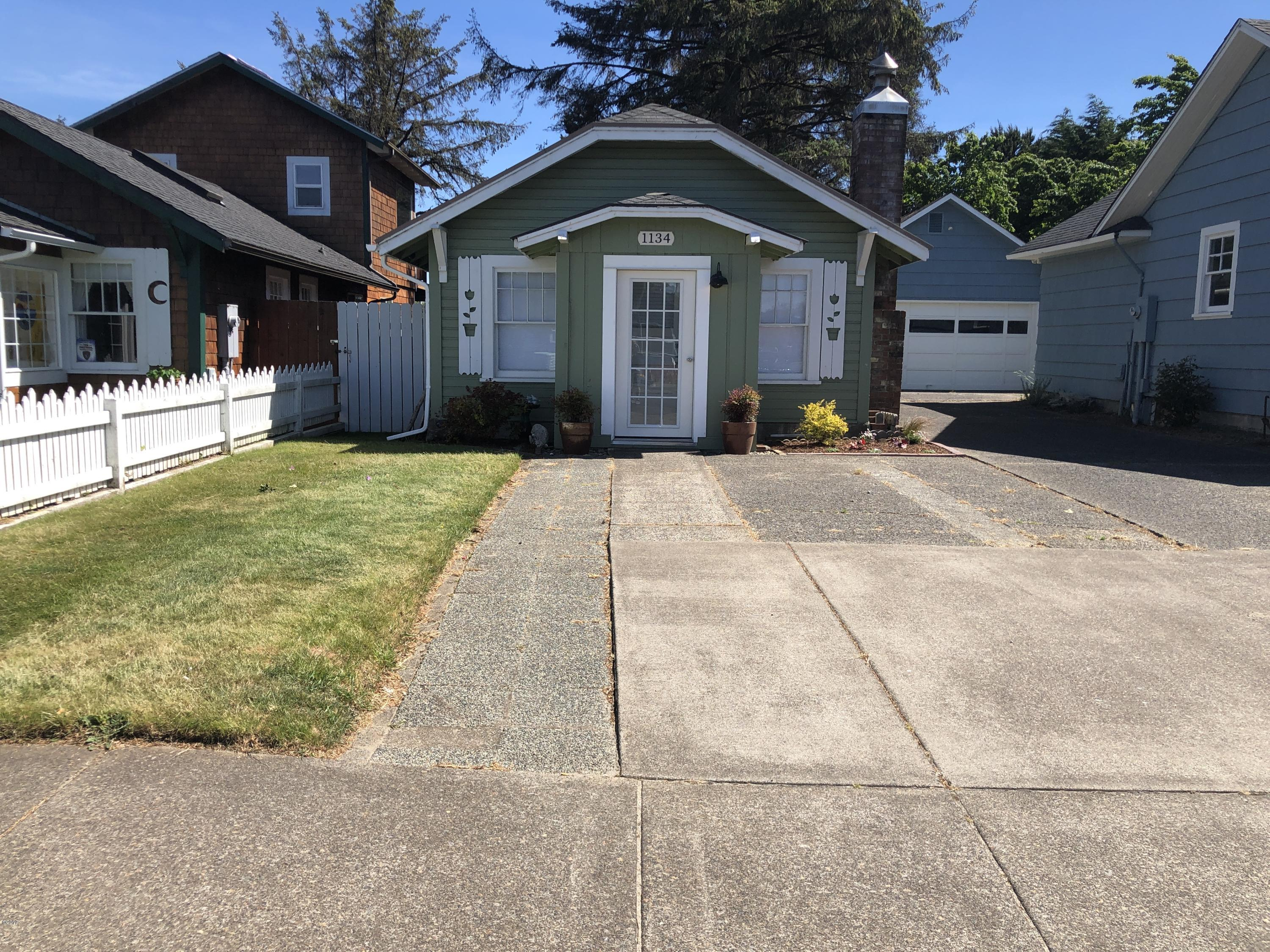 1134 SW 51st St, Lincoln City, OR 97367 - Classic Taft Cottage