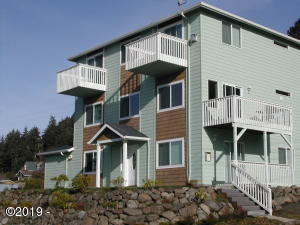 425 NE Willams Ave, Depoe Bay, OR 97341 - 3 level res