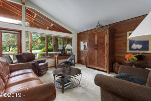600 Island Dr, #22, Gleneden Beach, OR 97388 - Living Room