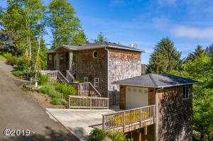 5050 Hilltop Lane, Neskowin, OR 97149