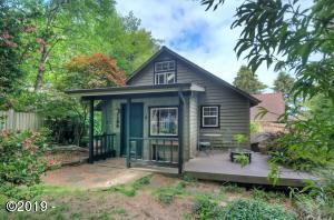 155 SE Hazelton Ave, Depoe Bay, OR 97341 - Sweet Depoe Bay Cottage