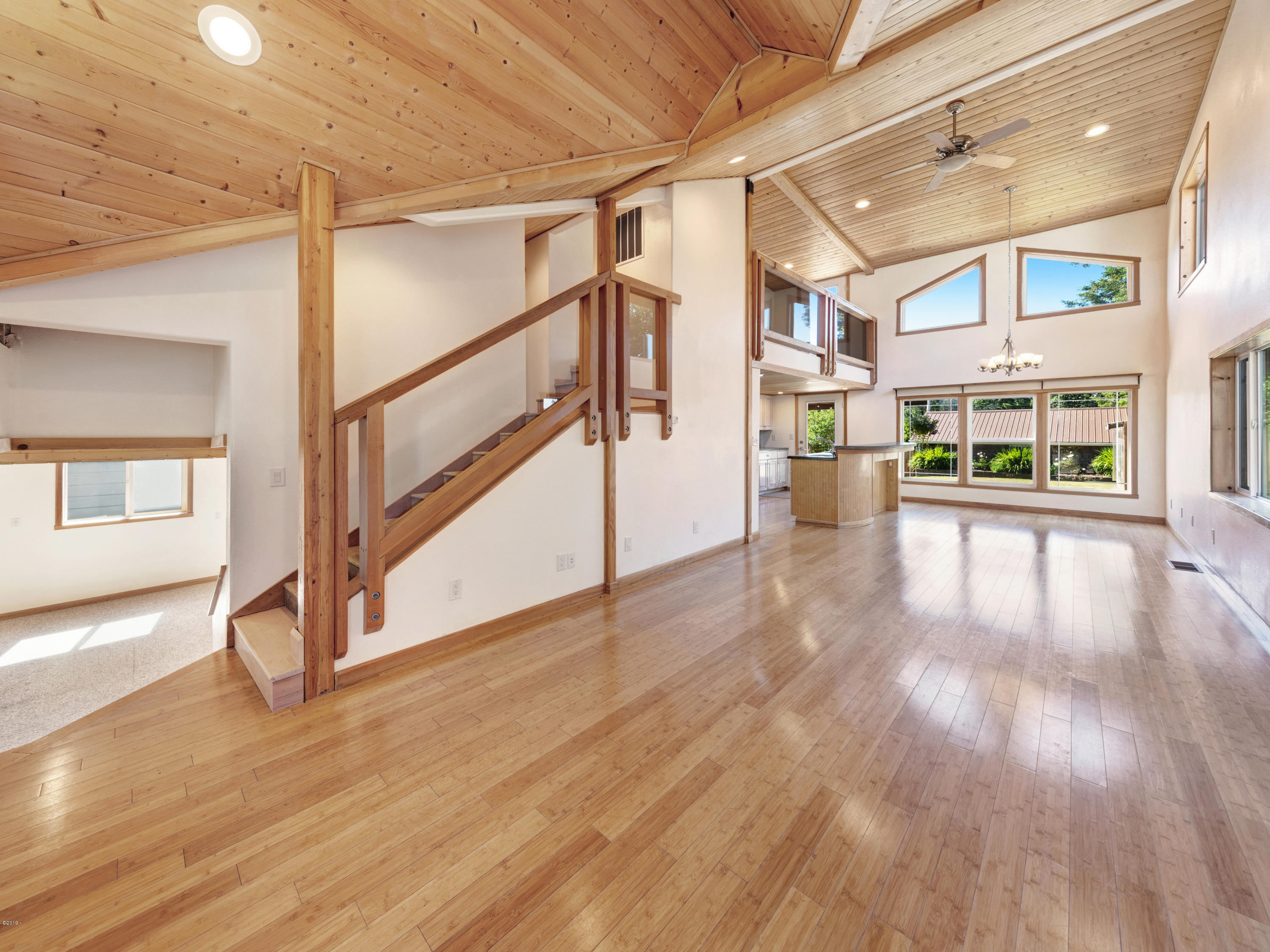 5230 NE 50th St, Neotsu, OR 97364 - Main Level Entrance
