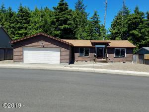 440 SW Wedge Dr, Waldport, OR 97394