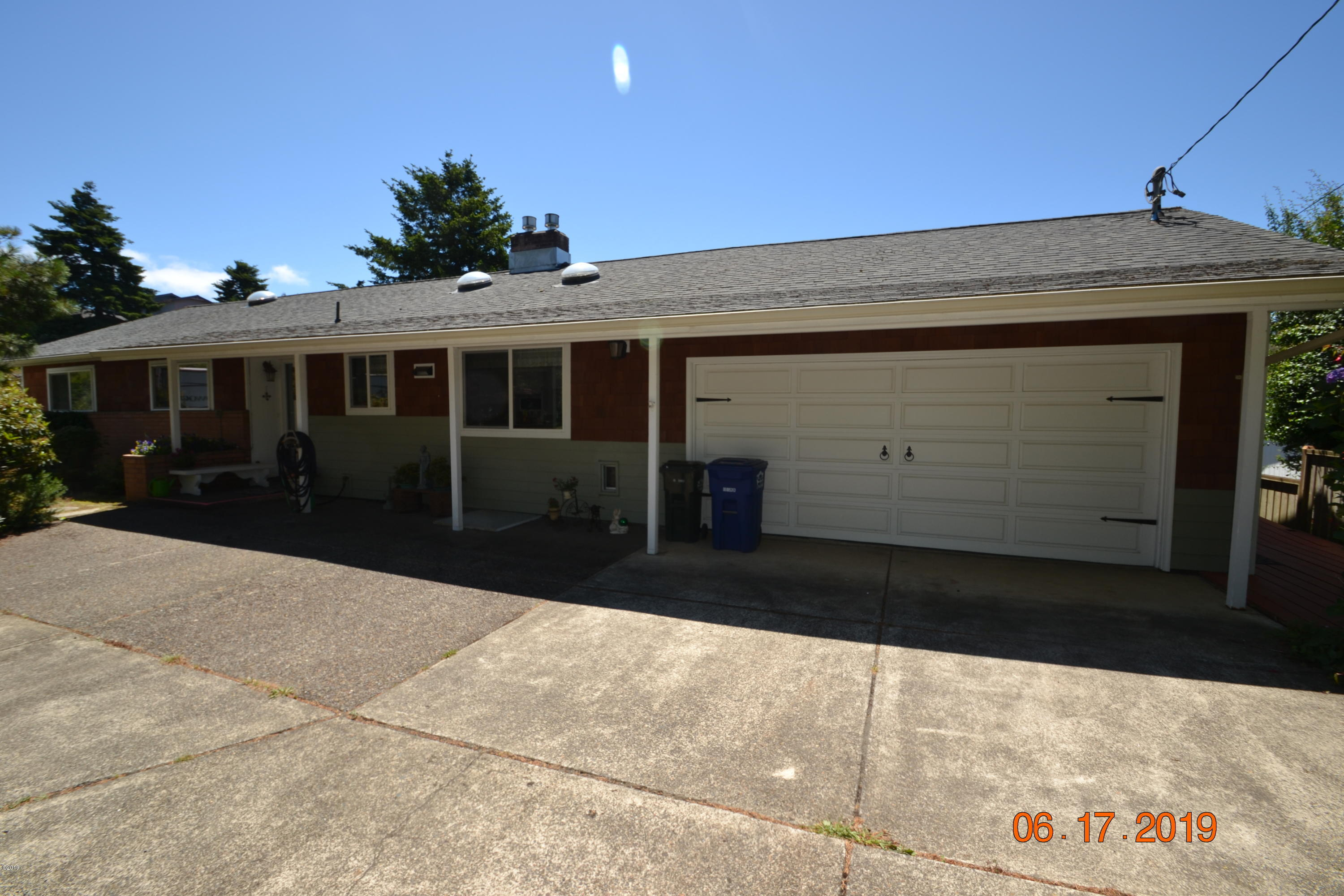 650 SE 3rd St, Newport, OR 97365 - Front