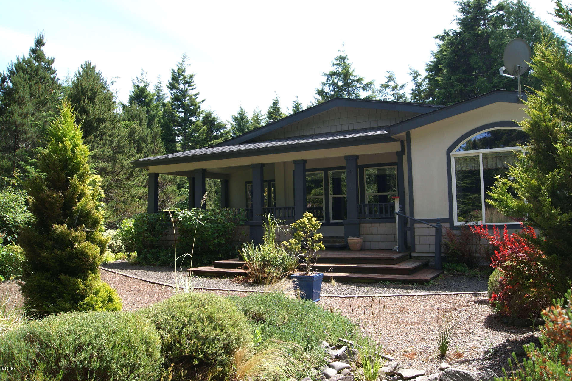 355 SW Newton Dr, Waldport, OR 97394