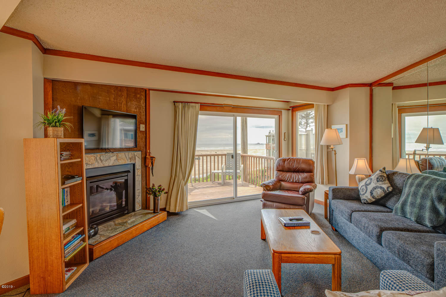 3641 NW Oceanview Dr, 123, Newport, OR 97365 - Living rm