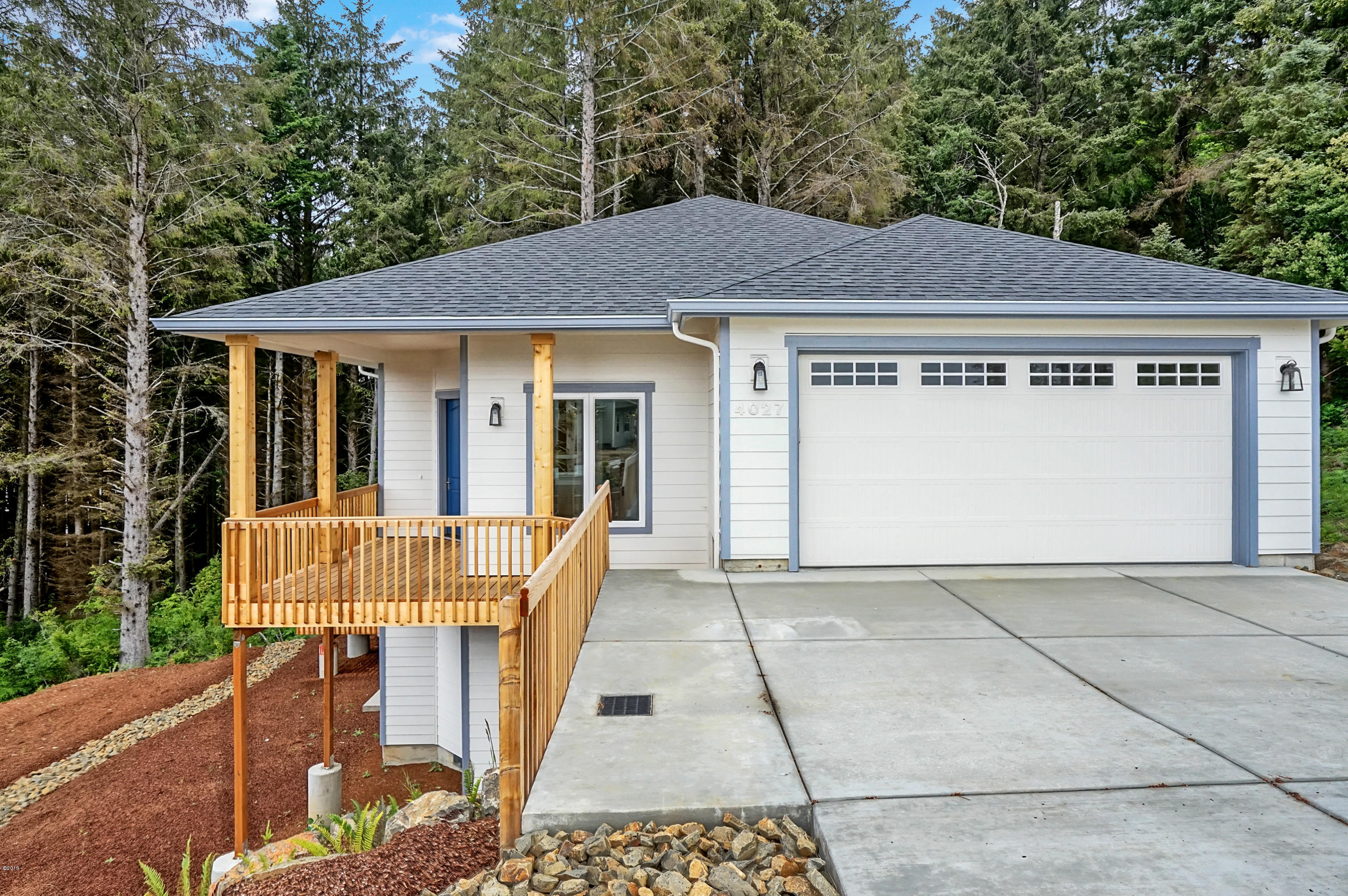 4027 SE Keel Way, Lincoln City, OR 97367 - South Elevation