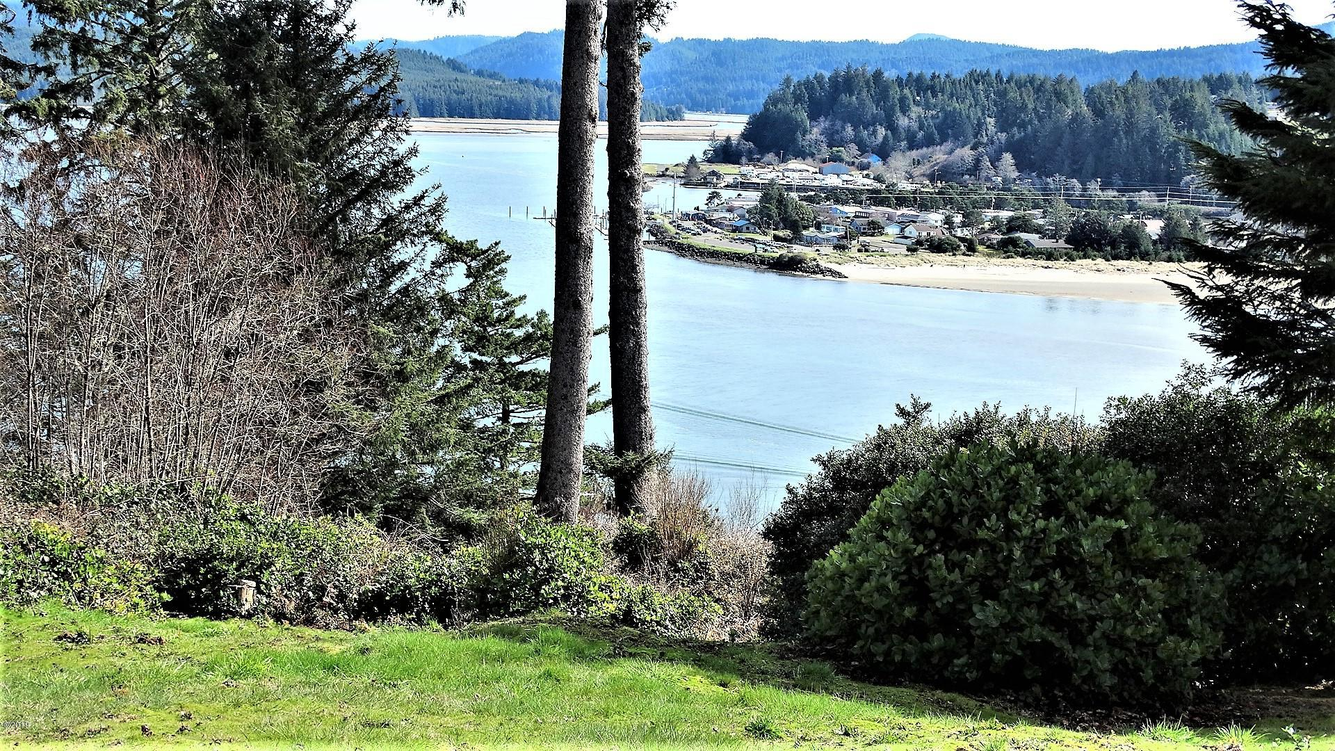 729 NW Highland Dr, Waldport, OR 97394 - Bay & City Views!