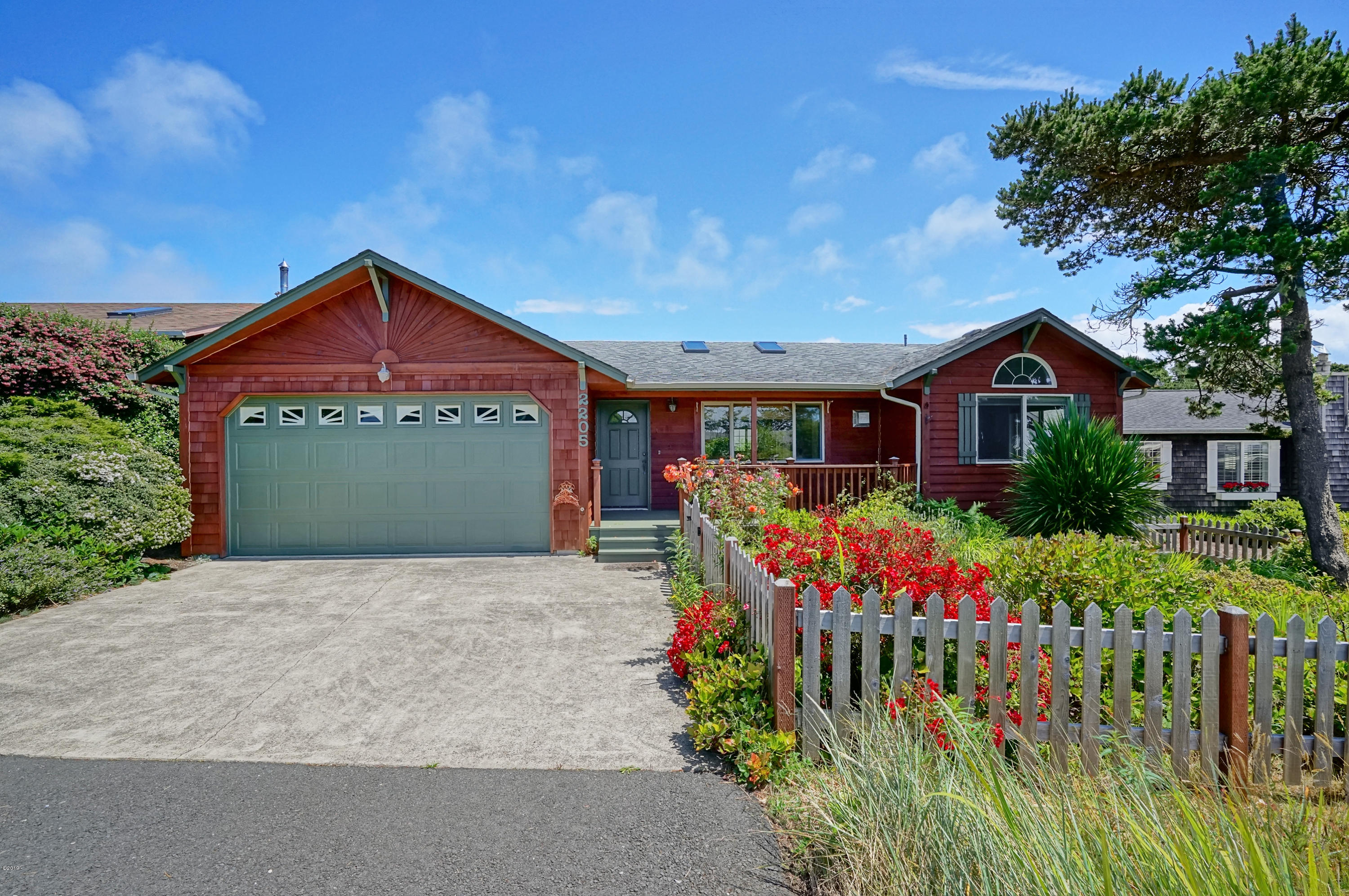2205 NW Bayshore Lp, Waldport, OR 97394 - West Elevation