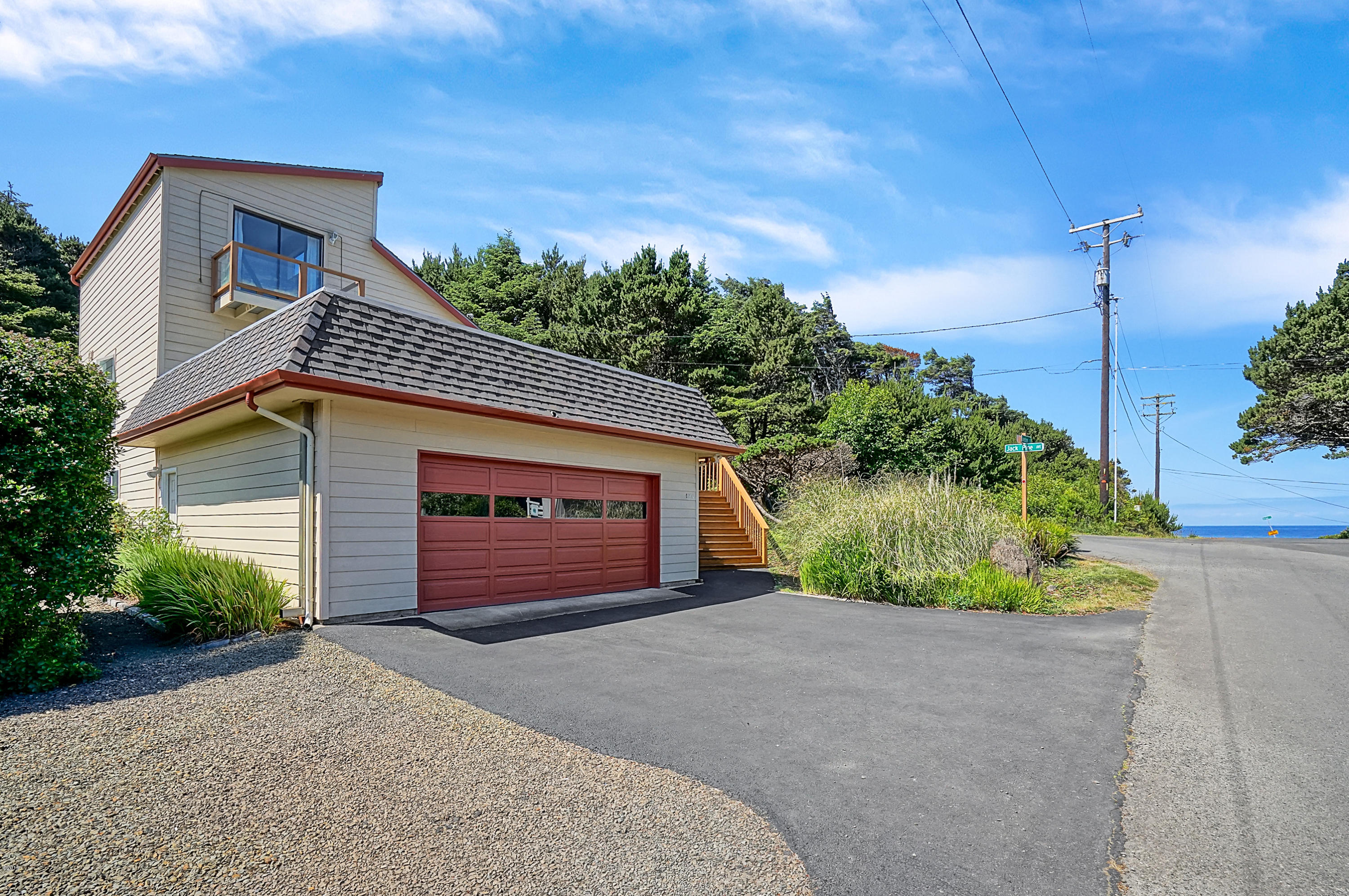170 Division St, Depoe Bay, OR 97341