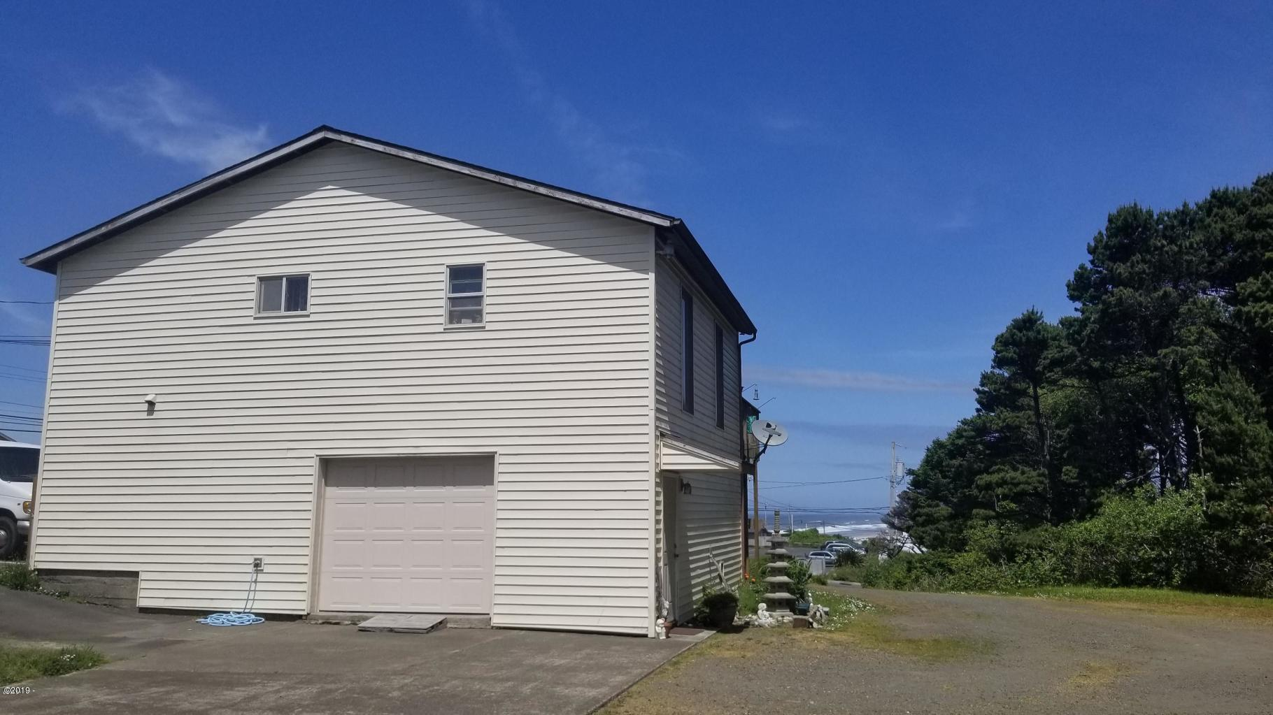340 SE Hwy 101, Lincoln City, OR 97367 - Exterior