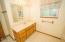 2440 NE 36th Dr, Lincoln City, OR 97367 - Bathroom