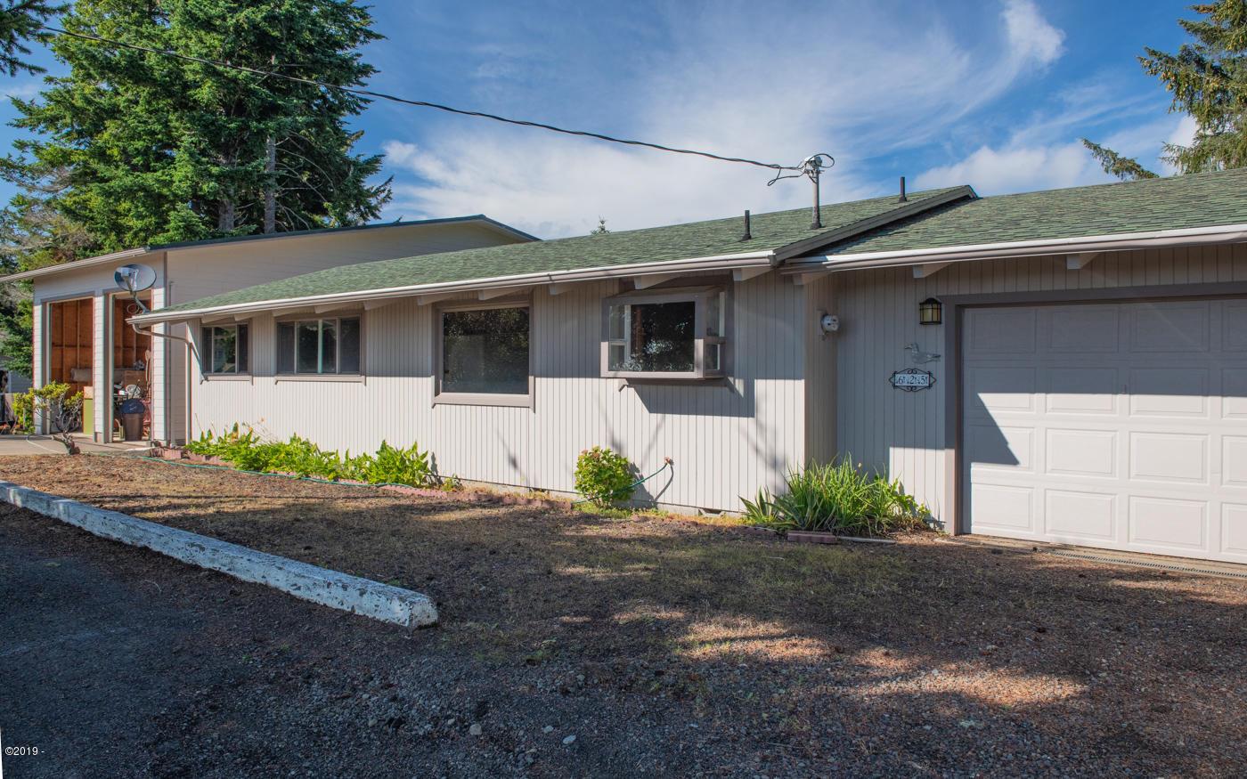 625 NE Buker, Waldport, OR 97394 - Front of home.
