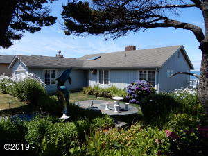3625 Lincoln Ave, Depoe Bay, OR 97341 - Landscaped Front Yard