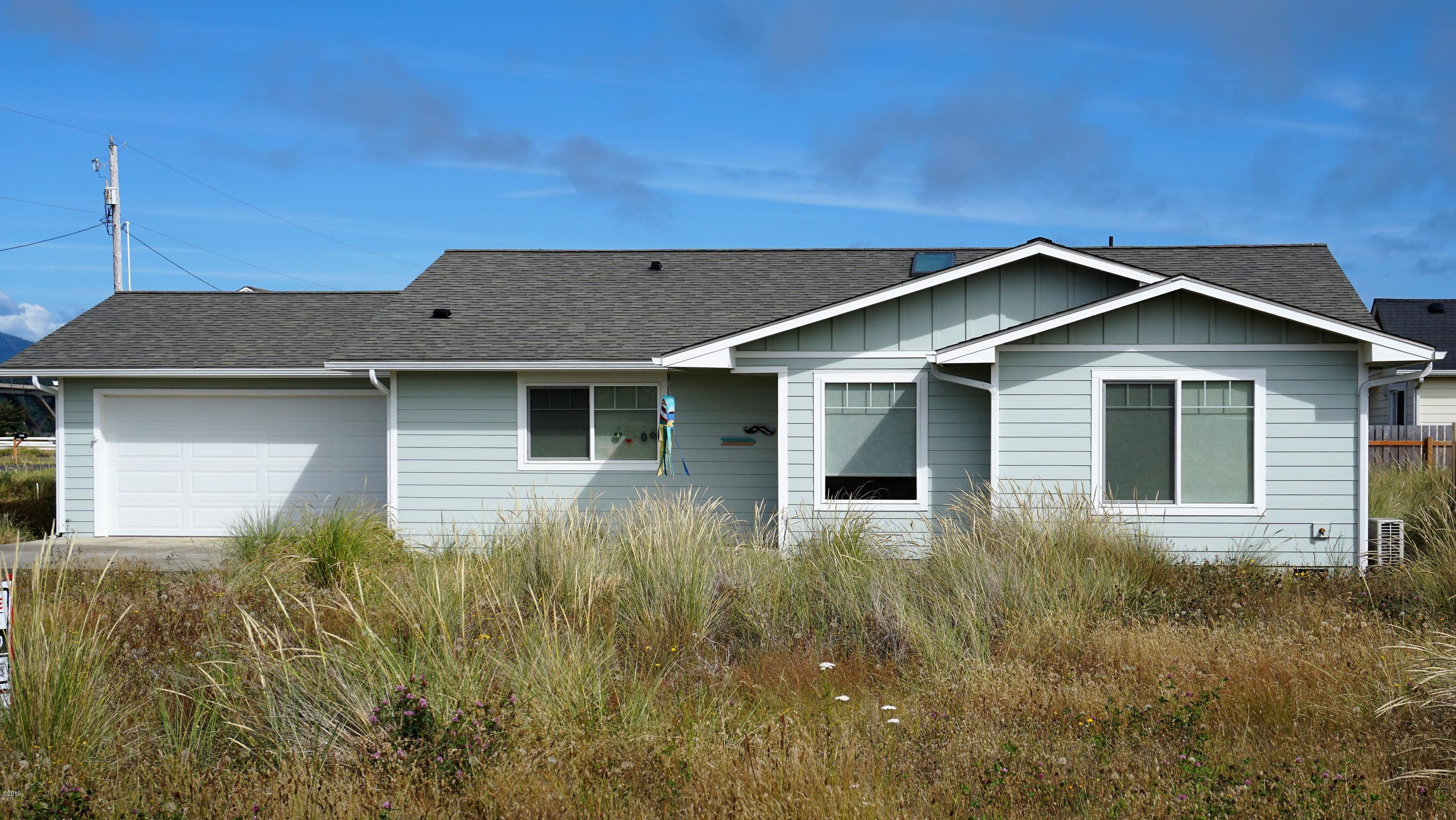 1968 Admiralty Cir NW, Waldport, OR 97394