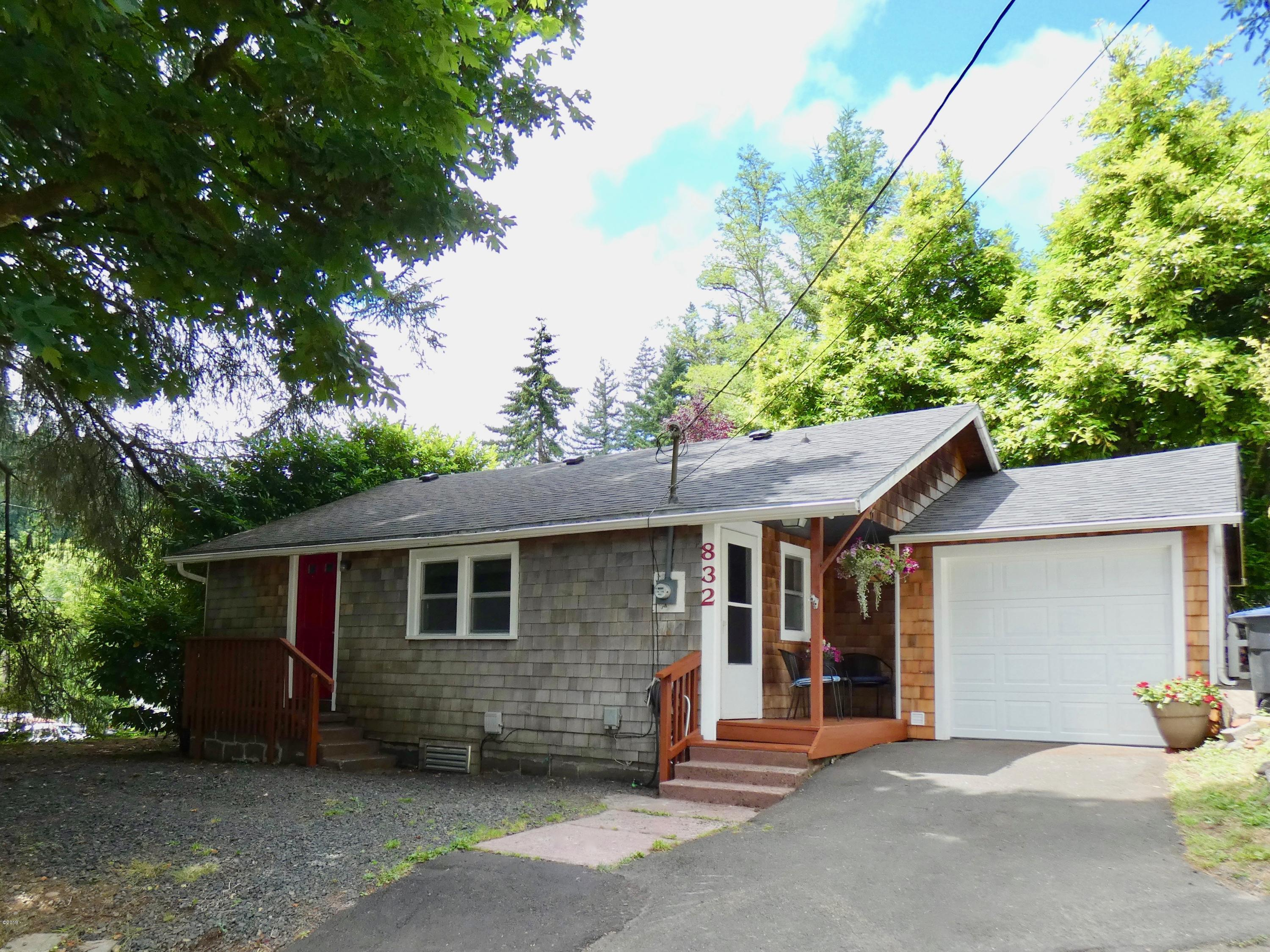 832 NW French Ave, Toledo, OR 97391-1119 - French Avenue House