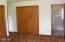 725 NE 8th St, Newport, OR 97365 - Mstr closets