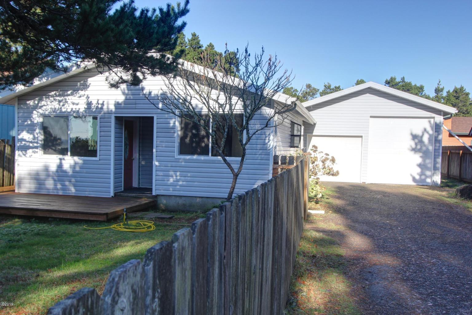 2110 NW Bayshore Dr, Waldport, OR 97394 - Front of House