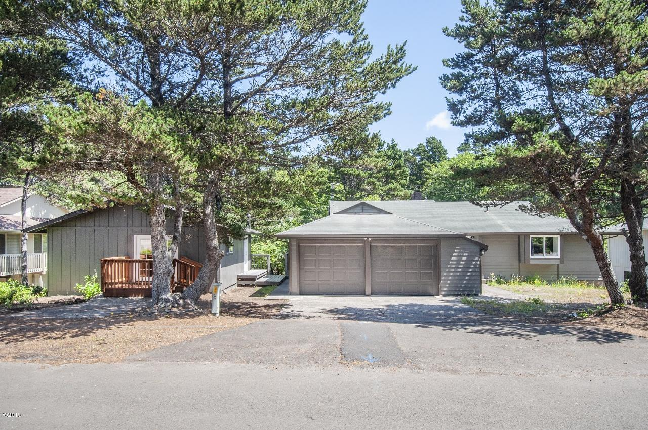 5930 Palisades Dr, Lincoln City, OR 97341