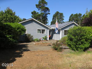 5645 Hacienda Ave, Lincoln City, OR 97367 - Welcome to 5645 Hacienda!