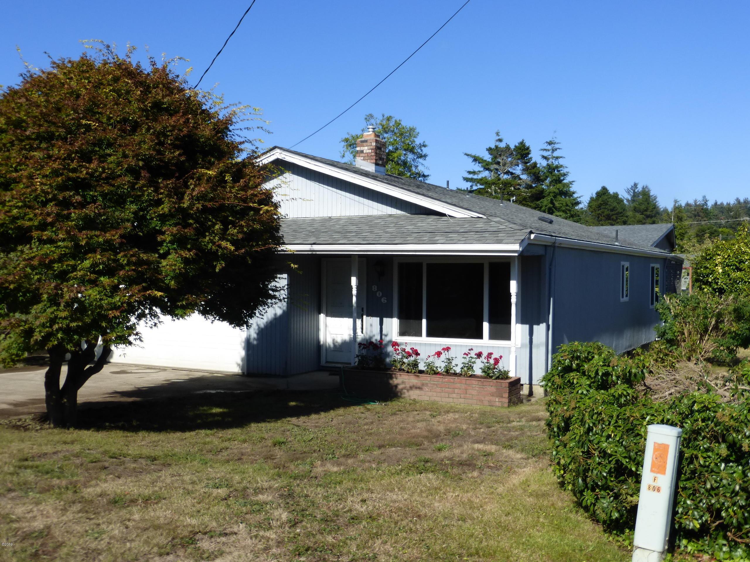 806 NE Douglas St, Newport, OR 97365 - Front