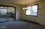 806 NE Douglas St, Newport, OR 97365 - Dining room