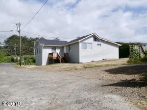 703 S Breaker Ave, Rockaway Beach, OR 97136 - 1166 sqft Beach Home