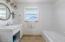1124 SW Mark Street, Newport, OR 97365 - Master bath