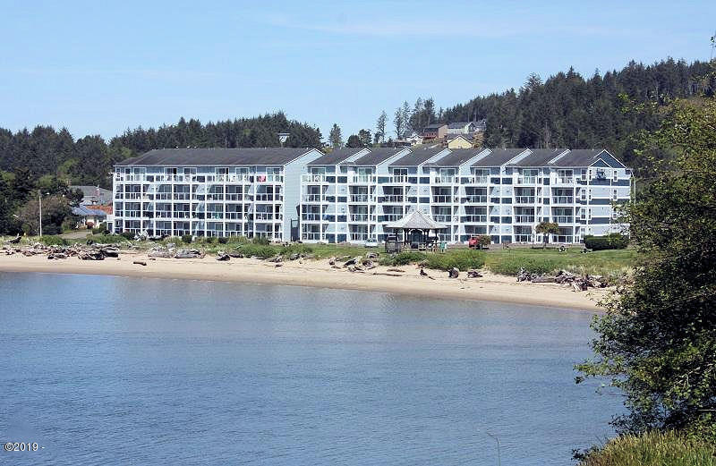 5201 SW Hwy 101, 403, Lincoln City, OR 97367 - Waters Edge Condos