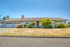 212 NE 10th St, Newport, OR 97365 - From 10th St