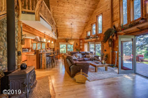 591 Wade Rd, Siletz, OR 97380 - Living Room