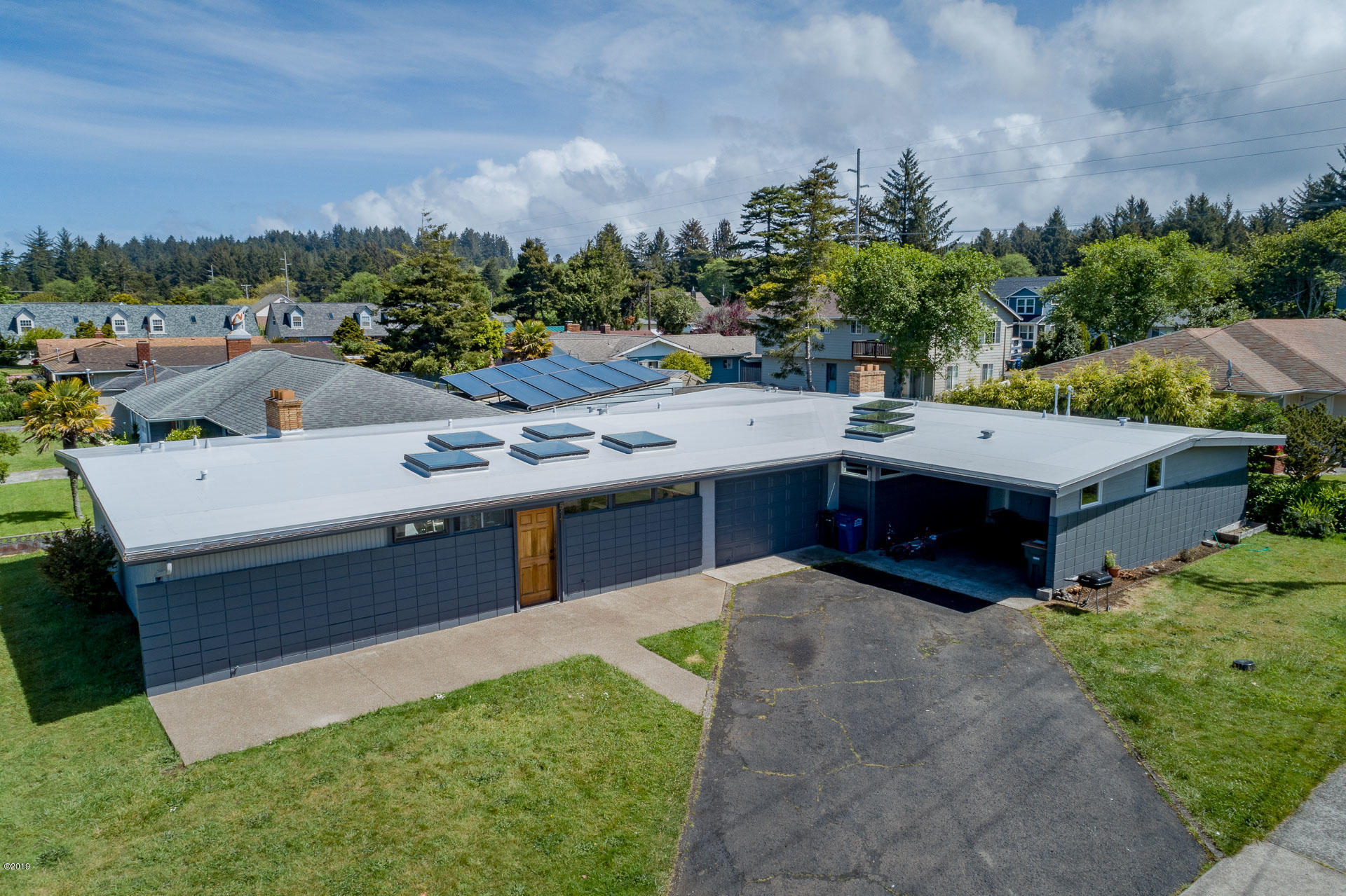 517 NE 8th, 511-517, Newport, OR 97365 - DJI_0071-HDR