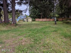 450 NE Wyoming St, Yachats, OR 97498 - Partially-cleared lot