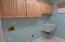 5340 La Fiesta Way, Lincoln City, OR 97367 - Laundry room w/sink