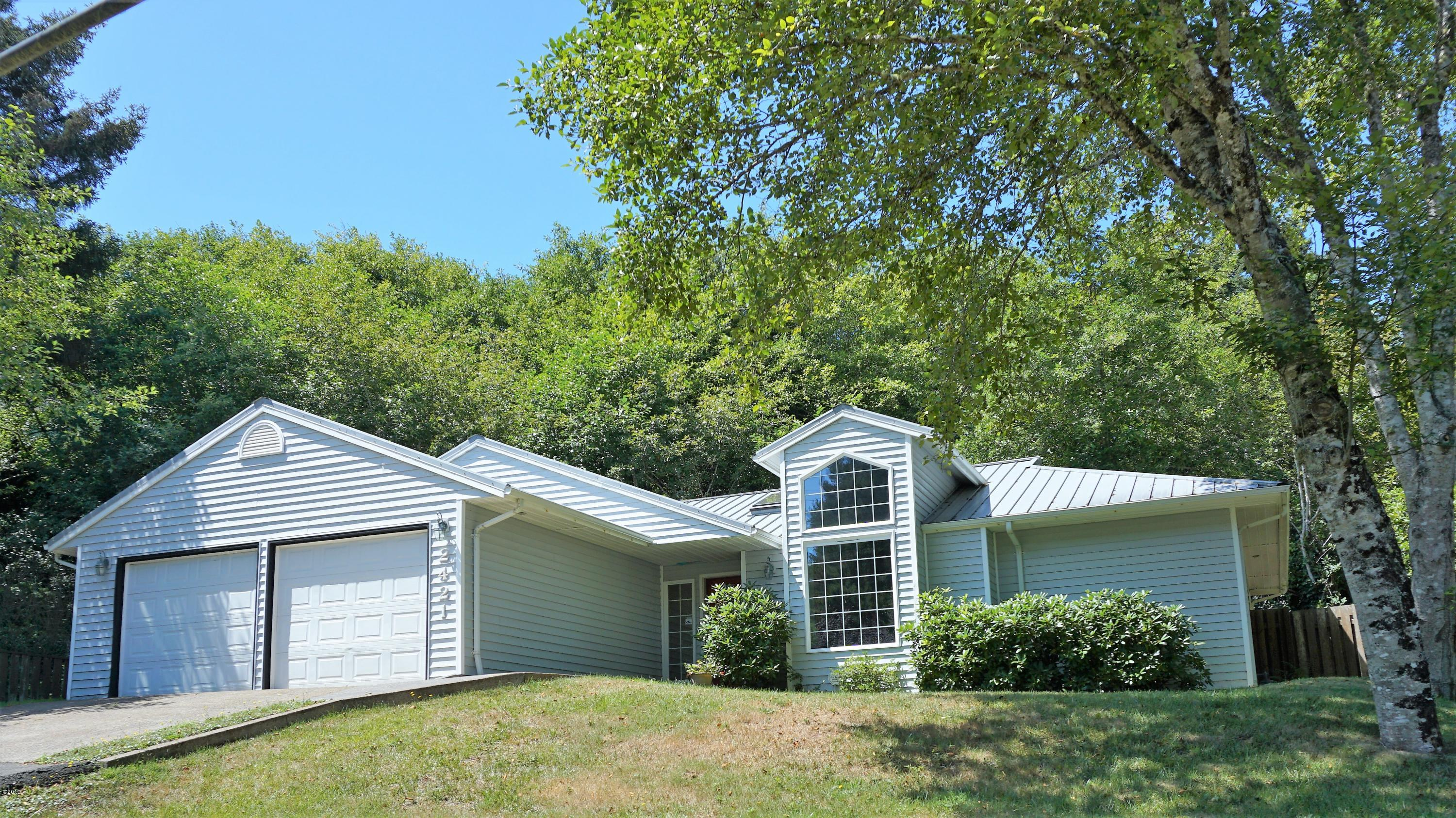 2421 NW Oceanview Dr, Newport, OR 97365 - Front