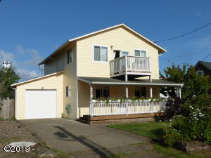 704 NW Cottage St, Newport, OR 97365 - Front