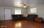 704 NW Cottage St, Newport, OR 97365 - Living room