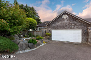 718 SE 5th St, Newport, OR 97365