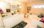 5645 El Circulo Ave, Gleneden Beach, OR 97388 - Jetted Tub