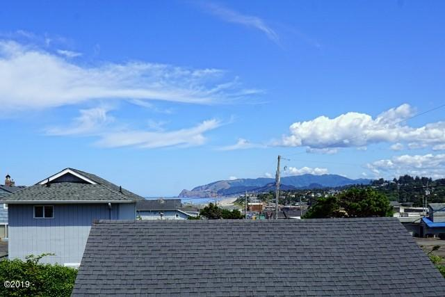 523 SW Ebb Ave, Lincoln City, OR 97367 - Living Room View