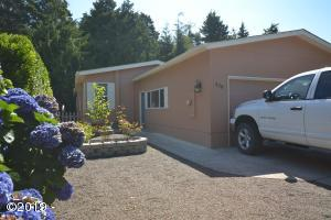 370 Seagrove Loop, Lincoln City, OR 97367 - Front