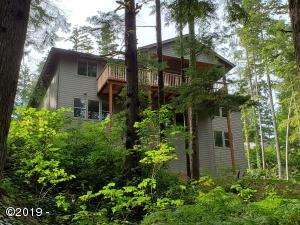 15 Big Tree Rd, Gleneden Beach, OR 97388 - A beautiful home in the trees