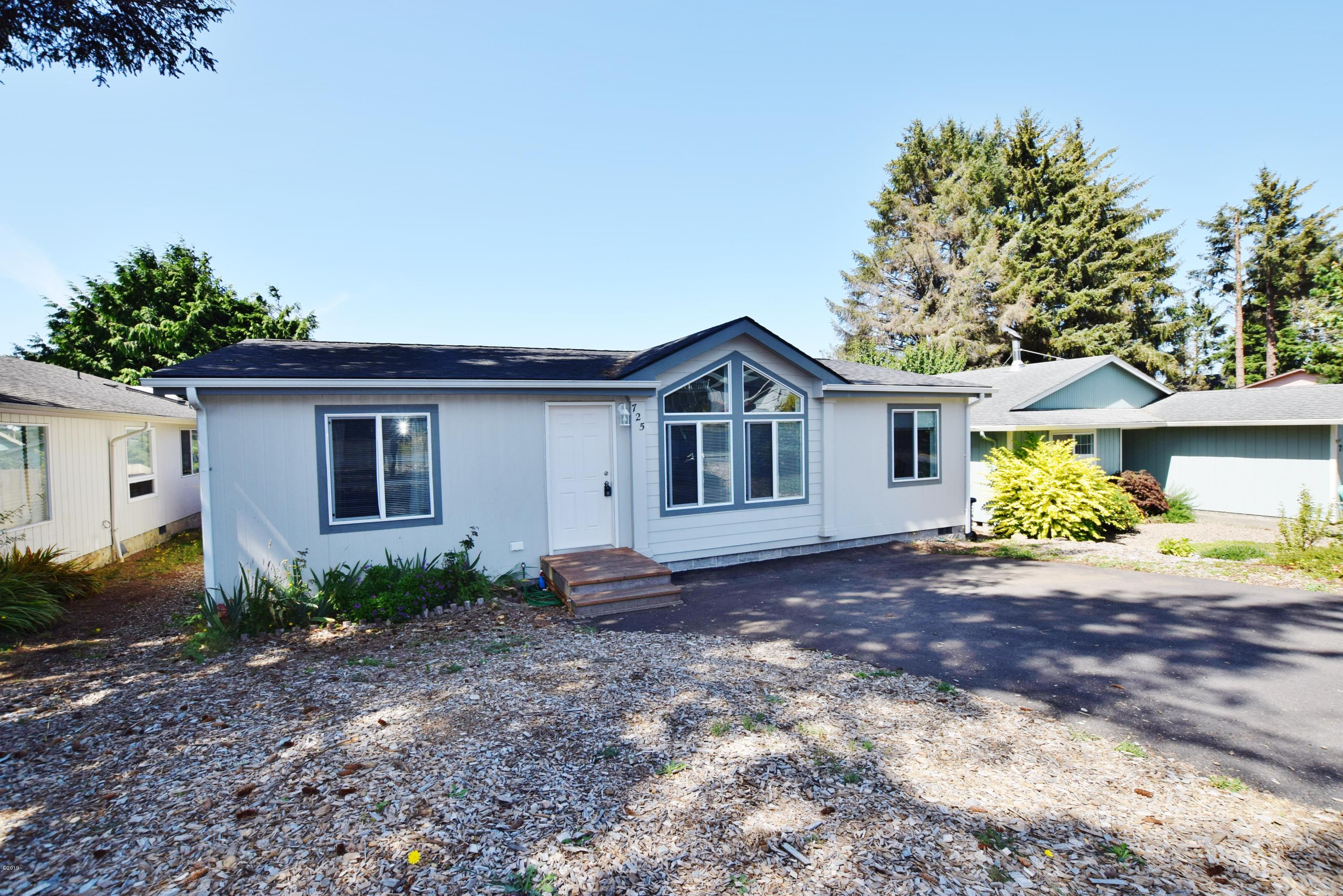 725 SE Jetty Ave, Lincoln City, OR 97367