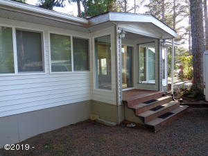 3700 N Hwy 101, Space #23, Depoe Bay, OR 97341 - Welcoming Entry