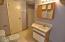 551 NW 9th St, Newport, OR 97365 - Full Bath