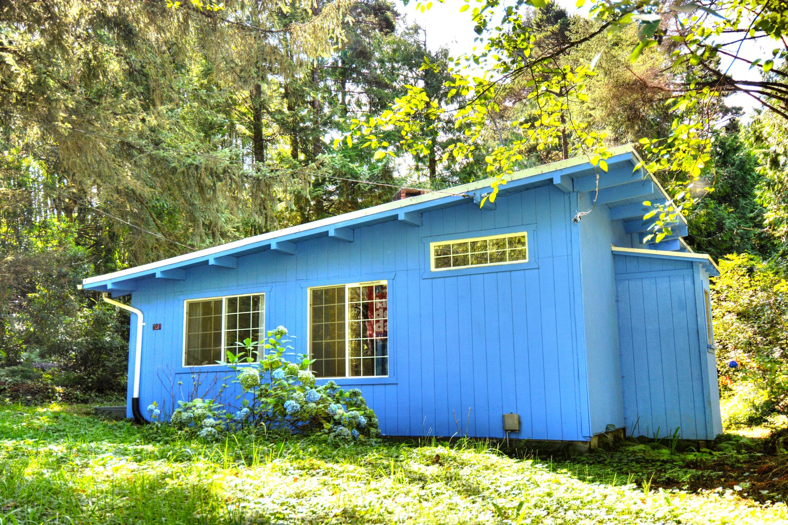 250 NE California St., Yachats, OR 97498 - Front